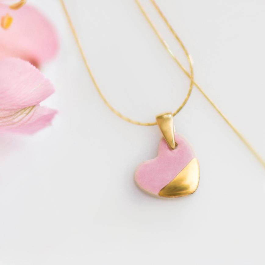 Delikatny naszyjnik serduszko ONE LOVE różowy