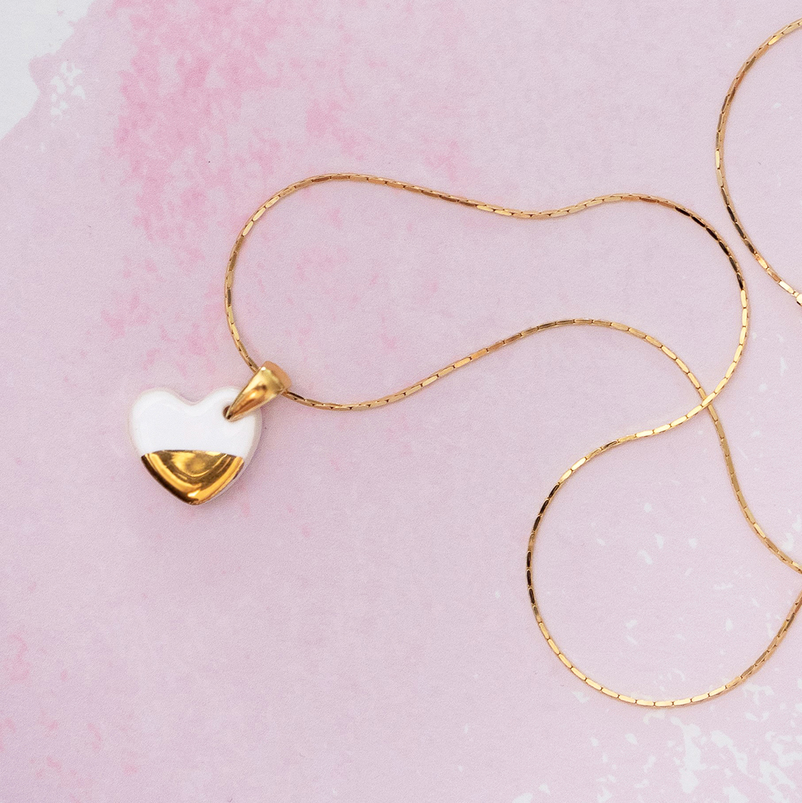 Minimalistyczny naszyjnik serce ONE LOVE biały